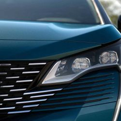New Peugeot 5008 front