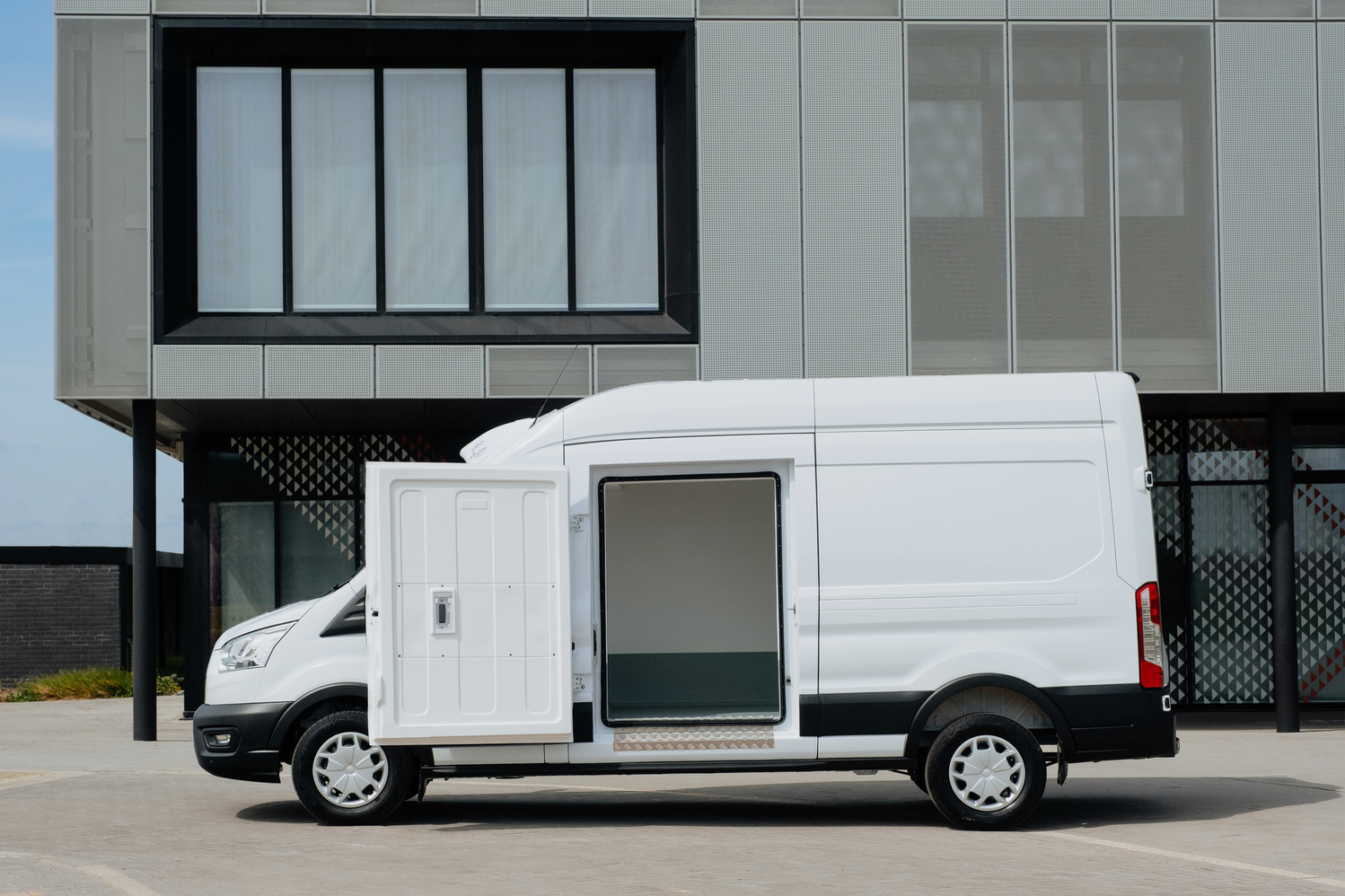Transit refrigerated side view